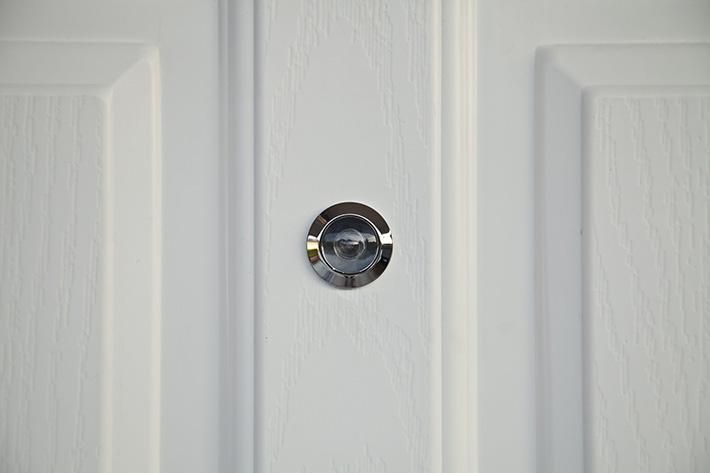 benefits-of-peep-sights-in-your-door-MI-Locksmith-Services
